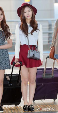 GFRIEND United Korean Fashion Minimal, Korean Fashion Summer Casual, Korean Fashion Work, Kpop Fashion, Denim Fashion, Sinb Gfriend, Street Style 2018, Summer Dress Outfits, Challenge