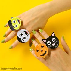 We have a wonderful printable Halloween treat for you, are you ready to have your hands embellished with these spookalicious printable Halloween monsters paper rings? We sure are! These are great to use at home or classroom Halloween party or just for the fun of it. *this post contains affiliate links* We love all things …