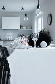 black and white White Kitchen Inspiration, Interior Design Inspiration, Home Decor Inspiration, New Year Table, Boho Deco, Dining Room Lighting, Dining Rooms, Christmas Table Settings, Grey Walls