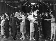 The film Runoilija muuttaa (1927)