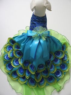 Peacock Dog Dress - ok so this is a dog costume, but I& pinning it for inspiration in case I ever decide to make M a peacock. (this is gorgeous! Peacock Theme, Peacock Wedding, Peacock Dress, Peacock Costume, Yorkie Clothes, Pet Clothes, Dog Clothing, Yorkies, Chihuahuas