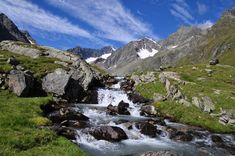 Kommen Sie zu uns auf die Neue Regensburgerhuette im Herz der Alpen auf 2286m im Stubaital
