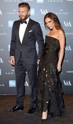 """... David & Victoria Beckham - Bei der Eröffnung der """"Alexander McQueen: Savage Beauty""""-Ausstellung in London darf das Fashion-Paar natürlich nicht fehlen (2015)"""
