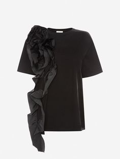 Discover luxury Ready To Wear for Women from the Spring/Summer collection by Alexander McQueen. Black Luxury, Silk Taffeta, All Black Everything, Summer Collection, Black Cotton, Neck T Shirt, Alexander Mcqueen, Ruffle Blouse, T Shirts For Women