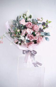 Flower Bouquet Diy, Gift Bouquet, Rose Bouquet, Flower Art, Fresh Flowers, Silk Flowers, Beautiful Flowers, Luxury Flowers, Floral Arrangements