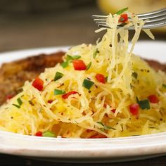 Happy Spaghetti Day! Spaghetti Squash with peppers! #meatlessmonday #spaghettisquash #happyspaghettiday #spaghetti #vegan #vegetarian #lowcarb #gf #glutenfree #cleaneats #goodfoodrealfast #delicioso by sylvierochette