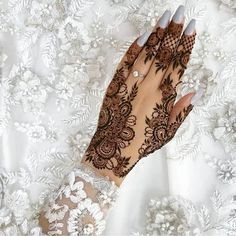 51 Beautiful Mylanchi designs for hands – Henna Pretty Henna Designs, Modern Henna Designs, Indian Henna Designs, Wedding Henna Designs, Finger Henna Designs, Mehndi Designs Feet, Stylish Mehndi Designs, Mehndi Design Pictures, Best Mehndi Designs