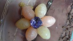 Pendentif étoilé et ses six branches aux perles gravées : Pendentif par bijoux-et-creations