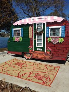 15+ Awesome Floral Painted Camper Exterior Ideas
