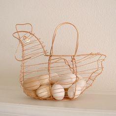 60 Trendy Ideas For Kitchen Country Style Chicken Wire Copper Basket, Wire Egg Basket, Copper Kitchen, New Kitchen, Kitchen Pantry Storage, Mini Farm, Trash To Treasure, Large Baskets, Chicken Wire