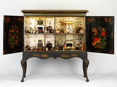 Dolls House Killer Cabinet. England, 1830-1839