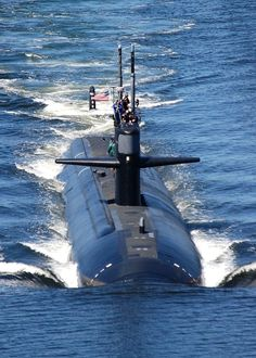 The Los Angeles-class attack submarine USS Dallas (SSN 700) departs Naval Submarine Base New London for a scheduled underway.