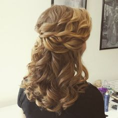 Half up half down wedding hairstyle   partial bridal hairstyles #weddinghair #bridalhair #hairstyles #halfuphalfdown