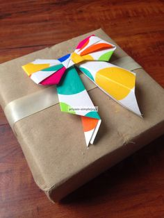 SimpleJoys: Paper Bows. New Crafts, Creative Crafts, Paper Crafts, Paper Ribbon, Paper Bows, Succulent Outdoor, Fabric Christmas Trees, Fabric Tree, Christmas Stencils