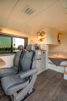 12 Best Campervan Conversions To Inspire Your Next Adventure. A weekend warriors dream VW Campervan Conversions. Mercedes Sprinter camper conversions are taking over the world. Interior Trailer, Small Camper Interior, Tiny Camper, Small Campers, Van Interior, Interior Ideas, Interior Design, Small Rv, Motorhome Interior
