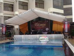 Panggung Cantik  Untuk lokasi pelaminan pernikahan, podium, konser musik, dan lainnya kami sediakan panggung yang cantik   Hubungi Prima Event Makassar - Sewa Tenda, Sewa Panggung, dan Dekorasi di Makassar Telepon: 0411-881533 | 0811-465660 Email: info@primaevent.com Website: www.primaevent.com