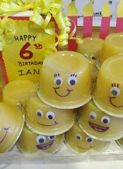Classroom Birthday Treat-They look like minions from despicable me!