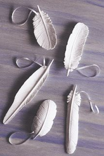 The Gilded Hare: diy clay feathers- made from sculpey- would make cute ornaments if I ever have time to craft ever, maybe