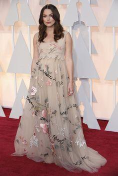 """Keira Knightley, nominada al oscar por su papel en la película """"The Imitation Game"""", luce un vestido floral de Valentino. #theoscars"""