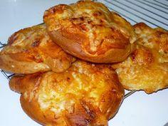Pizza Pretzel Baked Pretzels, Homemade Soft Pretzels, Pretzel Pizza, Artisan Bread, Cravings, French Toast, Meat, Chicken, Breads