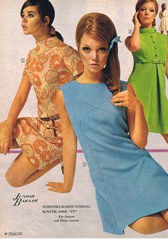 Late simple shift dress mini above knee blue orang floral green solid print ad models magazine Vintage Fashion: Sears catalog Junior Bazaar, 1968 Decades Fashion, 60s And 70s Fashion, 60 Fashion, Fashion History, Vintage Fashion, 60s Fashion Trends, Sporty Fashion, Gothic Fashion, Fashion Women