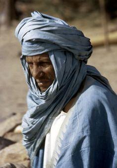 Africa   Tuareg man wearing turban and face veil.  Near Tombouctou, Mali. 1971.   ©Eliot Elisofon.