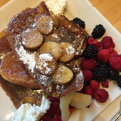 Bananas Foster French Toast from Portage Bay Cafe. Seattle Vacation, Seattle Travel, Portage Bay, Portland Eats, Bacon Waffles, Bananas Foster French Toast, Seattle Food, Frozen Custard, Food Stands