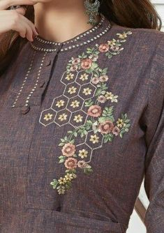 Hand Embroidery Patterns Flowers, Embroidery On Kurtis, Kurti Embroidery Design, Embroidery Neck Designs, Hand Embroidery Videos, Hand Work Embroidery, Embroidery On Clothes, Embroidery Flowers Pattern, Embroidered Clothes