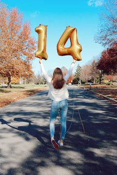 p i n t e r e s t : ✰ casey elizabeth ✰ 14th Birthday, Teen Birthday, Birthday Party For Teens, Cute Birthday Pictures, Birthday Photos, Fotos Teen, Kinra Girl, Photography Poses, Family Photography