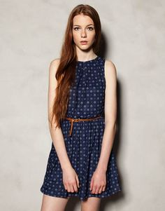 Discover the most alternative women's dresses for Autumn Maxi, midi, skater, denim or T-shirt dresses. PULL&BEAR, for girls like you. Casual Wear, Casual Dresses, Summer Dresses, Outfit Trends, Fashion Outfits, Womens Fashion, Fashion Prints, Pretty Dresses, Casual Looks