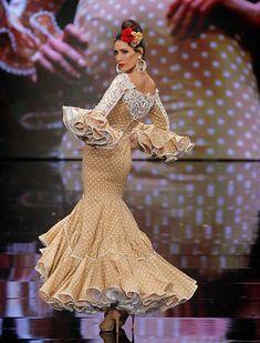 SIMOF 2018: el desfile de Sara de Benítez, en fotos / Raúl Doblado Project Runway, Fishtail, Ruffles, Mermaid, Victorian, Dance, Formal Dresses, Yellow, Beauty