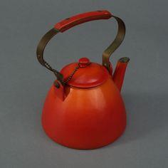 Vintage Descoware cast iron kettle.