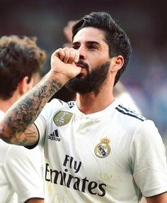 Isco Real Madrid player Real Madrid player Isco is enjoying the taste of his finger, this movement is made by Isco, as if it is his footprin. Ronaldo Soccer, Soccer Guys, Nike Soccer, Soccer Cleats, Isco Real Madrid, Cristiano Ronaldo Manchester, Isco Alarcon, Alex Morgan Soccer, Real Madrid Players