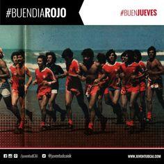 #BuenDiaRojo, #BuenJueves! Foto histórica de #Independiente entrenando en la playa de Necochea. Año 1979.