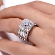 halo wedding rings that look stunning. Pretty Wedding Rings, Princess Wedding Rings, Wedding Rings Solitaire, Princess Cut Rings, Dream Engagement Rings, Princess Cut Engagement Rings, Wedding Rings Vintage, Bridal Rings, Halo Rings