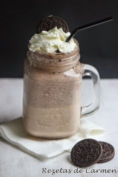 # biscuits of Oreo {O Biscuit Smoothie . Oreo Smoothie, Oreo Milkshake, Chocolate Milkshake, Milkshake Recipes, Oreo Shake, Cheescake Oreo, Mini Desserts, Dessert Recipes, Yummy Drinks