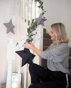 Advent Day 17 , Christmas paper craft to make. Made Up Style DIY Paper Star Decoration Paper Christmas Decorations, Christmas Paper Crafts, Diy Party Decorations, Diy Christmas Star, Xmas, Inexpensive Christmas Gifts, Star Diy, Paper Flowers Diy, Origami Flowers