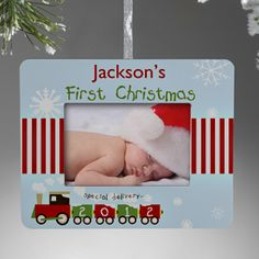 Awwww! Love this design and it's so cool that it's a frame AND an ornament! Great Christmas Gift idea for the new baby! #Christmas