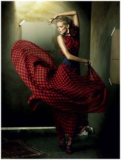 Beautifully Photographing the Flamenco/ by Alexi Lubomirski. Model Julia Stegner wearing outfits by Calvin Klein and Louis Vuitton. Tango, Shall We Dance, Lets Dance, Modern Dance, Vogue, Julia Stegner, Foto Fashion, Isadora Duncan, Modern Metropolis