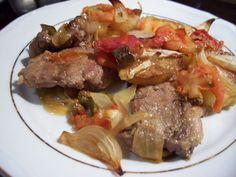 Malzemeler:      * 8 adet kuzu pirzola   * 2 tane halka doğranmış patates   * 2 tane domates   * 1 tane doğranmış kırmızı biber   * 1 tane ...