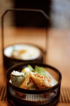 春巻き Harumaki - Japanese spring rolls are not as dry as American/Chinese spring rolls and they are juicy yummy!