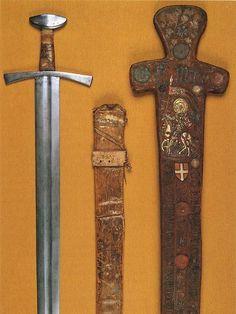 Espada de San Mauricio (de Turín). Hacia 1200-1250. El estuche fue realizado hacia 1434-1438. Se trata de una de las dos espadas atribuidas a San Mauricio (la otra forma parte de las Insignias del Sacro Imperio Romano Germánico). Proviene de la Abadía de Saint-Maurice-d'Agaune (Suiza). Adquirida por los Duques de Saboya en 1591. Armería Reale di Torino Inv. nº Q25 y Q12.   http://mieczesredniowieczne.pl/miecz-sw-maurycego-z-turynu/