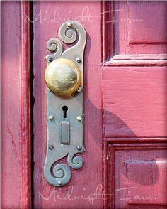Love the doorknob and the pink door!