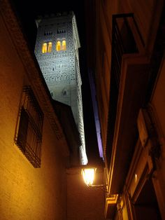 Torre Mudejar de la iglesia de la Magdalena, Zaragoza, España.