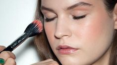 Guide to Peachy Cheeks. How to brighten up your complexion with a peachy glow. #LisaEldridge  #ELLE