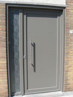 Renovatie rijwoning Decoroc kwartsgrijs Ral 7039 te Izegem Grey Windows, Front Doors With Windows, Big Windows, Back Doors, House Entrance, Entrance Doors, Garage Doors, Exterior Colors, Exterior Paint