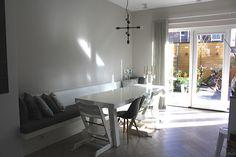 Maatwerk tafel en wandbank. Ontwerp en realisatie : www.steigerhoutenzo.nl/www.meubelenmaatwerk.nl