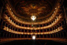 Iluminação do Teatro Colón em Buenos Aires/Argentina. Luzes e Flashes!