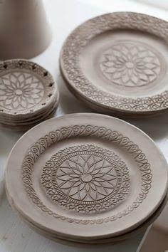 Mandala carving on pottery. Ceramic Clay, Ceramic Plates, Ceramic Pottery, Pottery Art, Clay Plates, Ceramic Coasters, Ceramic Techniques, Pottery Techniques, Ceramics Projects