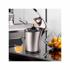 If you're in need of a powerful and sturdy juicer, the Princess 201851 professional electric juicer is the very best option! A high-quality, convenient, and practical juicer which is easy to both use and clean. Its stainless steel design will be a. Milk Shakes, Machine A Jus, Mixer, Electric Juicer, Drip System, Dishwasher, Kitchen Appliances, Cleaning, Steel